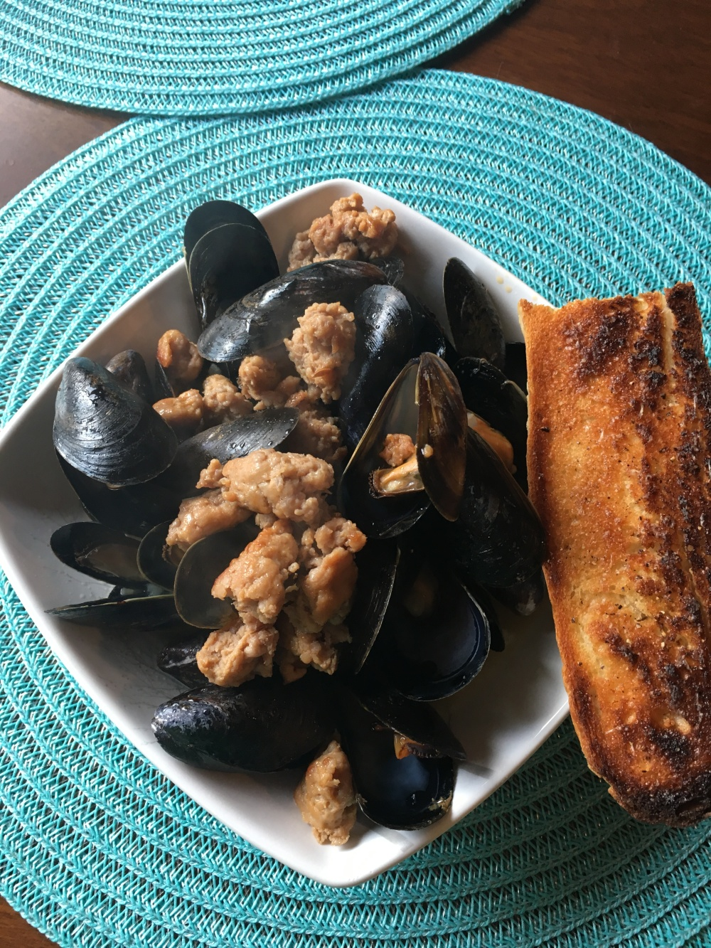 Wine, garlic, sausage mussels
